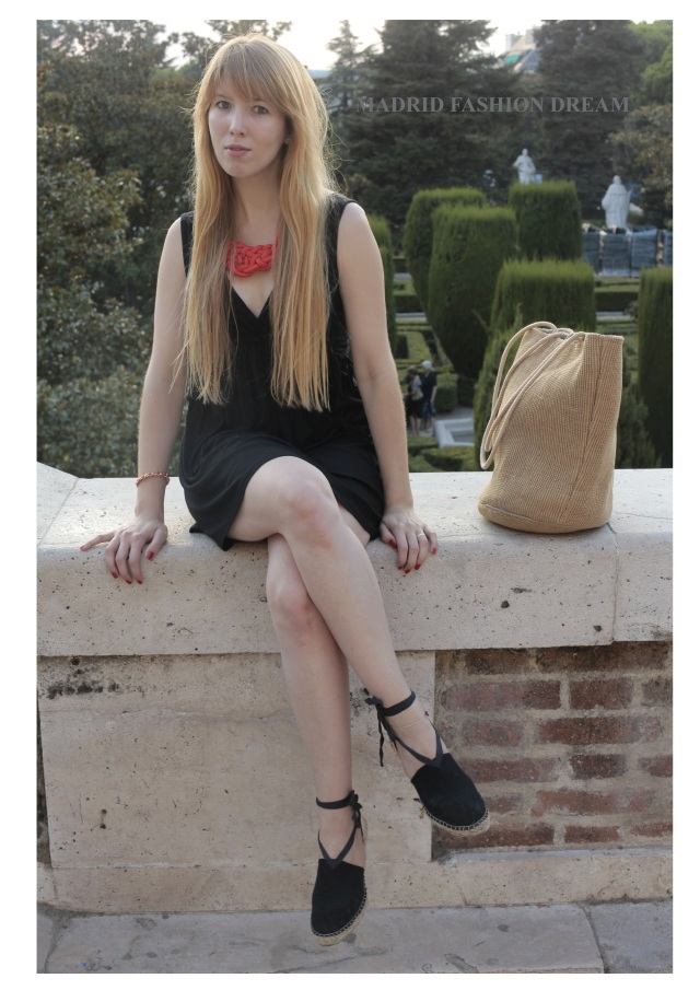 blackdress&knotcordnecklace8